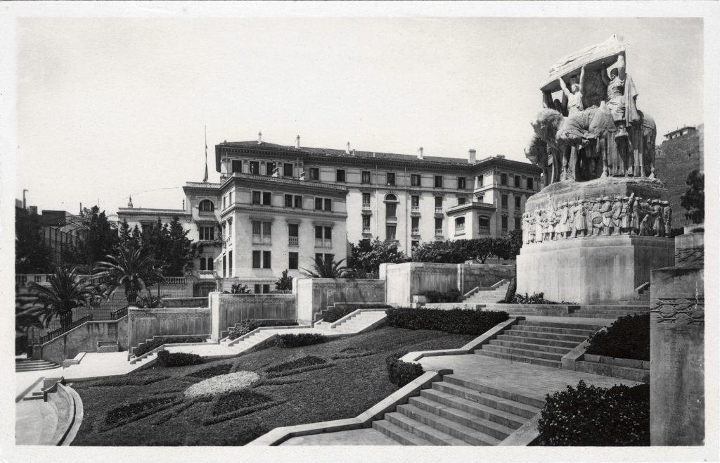 """""""Монумент павшим"""" Ландовски нёс на себе печать колониального прошлого Алжира"""